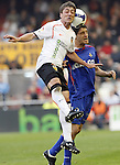 Valencia's Pablo Hernandez against Getafe's Lucas Licht during La Liga match, April 05, 2009. (ALTERPHOTOS/Alberto Saiz).