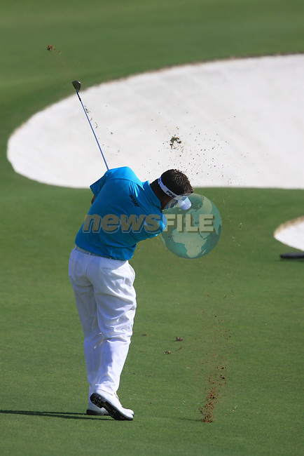Lee Westwood plays his 2nd shot on the 5th hole during the opening round of Day 1 at the Dubai World Championship Golf in Jumeirah, Earth Course, Golf Estates, Dubai  UAE, 19th November 2009 (Photo by Eoin Clarke/GOLFFILE)