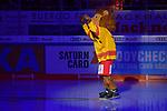 Maskottchen Düssi (Düsseldorfer EG) im Stadion beim Spiel in der DEL, ERC Ingolstadt (dunkel) - Duesseldorfer EG (hell).<br /> <br /> Foto © PIX-Sportfotos *** Foto ist honorarpflichtig! *** Auf Anfrage in hoeherer Qualitaet/Aufloesung. Belegexemplar erbeten. Veroeffentlichung ausschliesslich fuer journalistisch-publizistische Zwecke. For editorial use only.