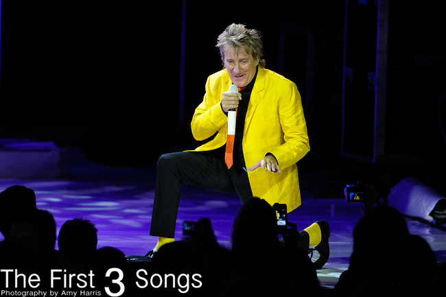 Rod Stewart performs on July 21, 2012 at Riverbend Music Center in Cincinnati, Ohio.