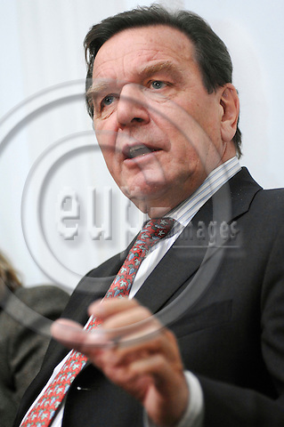 BERLIN - GERMANY 1. 11. 2006 -- Former German Chancellor Gerhard Schroeder (SPD) meets foreign correspondents in Berlin. Schroeder has newly released the book  'Entscheidungen - Mein Leben in der Politik' (Decisions - My life in politics') -- PHOTO: GORM K. GAARE / EUP- IMAGES ...