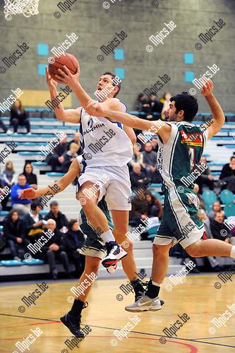 2013-01-27 / Basketbal / seizoen 2012-2013 / Pitzemburg - Gembo B / Proot (Pitzemburg) op weg naar een score..Foto: Mpics.be