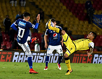 BOGOTA - COLOMBIA - 22 – 03 - 2018: Santiago Montoya (Izq.) jugador de Millonarios disputa el balón con Juan David Rios (Der.) jugador de Alianza Petrolera, durante partido aplazado de la fecha 8 entre Millonarios y Alianza Petrolera, por la Liga Aguila I 2018, jugado en el estadio Nemesio Camacho El Campin de la ciudad de Bogota. / Santiago Montoya (L) player of Millonarios vies for the ball with Juan David Rios (R) player of Alianza Petrolera, during a posponed match of the 8th date between Millonarios and Alianza Petrolera, for the Liga Aguila I 2018 played at the Nemesio Camacho El Campin Stadium in Bogota city, Photo: VizzorImage / Luis Ramirez / Staff.