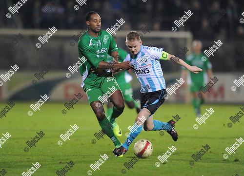 2011-10-28 / Voetbal / seizoen 2011-2012 / Geel Meerhout - Dessel Sport / Omar Benassar (L, Dessel) met Bart Vanhees..Foto: Mpics