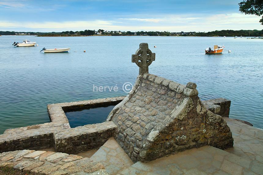 France, Morbihan (56), Belz, île de Saint-Cado, fontaine à proximité de la chapelle // France, Morbihan, Belz, ile de Saint Cado (Saint Cado's Island),