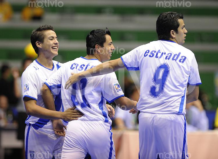 Fussball  International  FIFA  FUTSAL WM 2008   07.10.2008 Vorrunde Gruppe C China - Guatemala China PR - Guatemala Jose Gonzales, Luis Castro und Carlos Estrada (von links, GUA) jubeln nach einem Tor