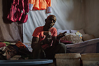 Shadrak S., 29, illegaler Goldgräber aus dem Slum New Canada in Johannesburg, Südafrika.