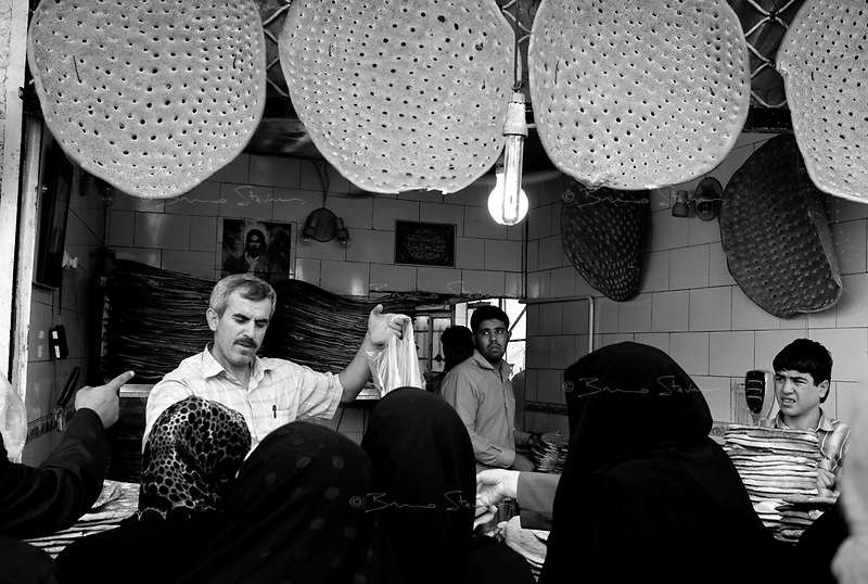 Teheran, Iran, September 30, 2007..Shariati street. During Ramadan, Teheran is much quieter than usual: most businesses close at 2PM as people want to be at home with their families for 'Iftar' (breaking the fast) at sunset.