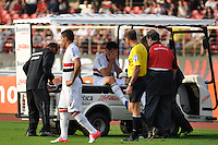SÃO PAULO, SP, 17 DE JUNHO DE 2012 - CAMPEONATO BRASILEIRO - SÃO PAULO x ATLÉTICO MG: Fabricio se machuca e tem de ser substituido durante partida São Paulo x Atlético Mineiro, válida pela 5ª rodada do Campeonato Brasileiro de 2012 no Estádio do Morumbi. FOTO: LEVI BIANCO - BRAZIL PHOTO PRESS