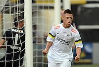 SANTOS SP, 21 Julho 2013 - Santos  X Coritiba -  Neilton do Santos  comemora primeiro gol durante partida contra o Coritiba valida pelo campeonato brasileiro de 2013  no Estadio da Vila Belmiro em  Santos, neste domingo, 21. (FOTO: ALAN MORICI / BRAZIL PHOTO PRESS).
