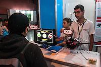 SÃO PAULO, SP, 21.10.2014 -  8ª FEIRA DE TECNOLOGIA DO CENTRO PAULA SOUZA (FETEPS) - Alunos da ETEC de Itatiba exibem, na 8ª Feira de Tecnologia do Centro Paula Souza um aparelho de reabilitação motora por meio de plataforma eletrônica, onde por meio sensores de luz o paciente pode se exercitar e ser avaliado pelo médico, na tarde desta terça-feira (21), em São Paulo. Ao todo são 244 projetos desenvolvidos por estudantes das ETECs e FATECs do estado de São Paulo, 15 projetos desenvolvidos por alunos de outros países e mais 5 de outros estados do Brasil. (Foto: Taba Benedicto/ Brazil Photo Press)