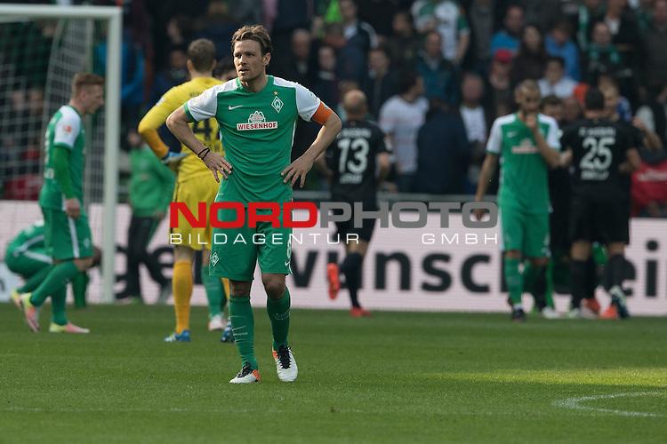 09.04.2016, Weser Stadion, Bremen, GER, 1.FBL. Werder Bremen vs FC Augsburg, im Bild<br /> <br /> entt&auml;uscht / enttaeuscht / traurig /<br /> <br /> <br /> Laszlo Kleinheisler (Werder Bremen #06)<br /> Sambou Yatabare (Bremen #05)<br /> Clemens Fritz (Bremen #8)<br /> Felix Wiedwald (Bremen #42) <br /> <br /> <br /> Foto &copy; nordphoto / Kokenge