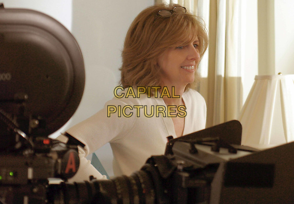 NANCY MEYERS (WRITER/DIRECTOR).on the set of SomethingÕs Gotta Give.Filmstill - Editorial Use Only.Ref: FB.www.capitalpictures.com.sales@capitalpictures.com.Supplied by Capital Pictures