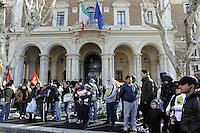 """Roma, 21 Gennaio 2011.Ministero delle infrastrutture.Manifestazione dei movimenti """"abitare nella crisi""""contro gli sfratti"""