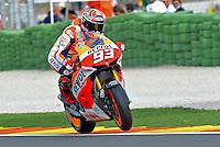 El piloto de Honda Marc Marquez durante la carrera de Moto GP en Cheste (Valencia) en el Circuito Ricardo Tormo, Domingo 10 de Noviembre 2013