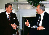 United States President Ronald Reagan meets Foreign Minister Shimon Peres of Israel in the Oval Office on Tuesday, May 17, 1988..Credit: Arnie Sachs / CNP