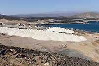 DJIBOUTI Lac Ghoubet, new mineral port constructed by CHEC China harbour engineering Company, Djibouti plans to export 5000 tons salt from Lac Assal from here / DSCHIBUTI See Ghoubet, neuer Hafen fuer Salz Export, Bau durch die chinesische Baufirma CHEC, Export von Salz vom See Assal