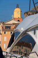 Europe/Provence-Alpes-Côte d'Azur/83/Var/Saint-Tropez: Le port -les Yachts et le clocher de l'église