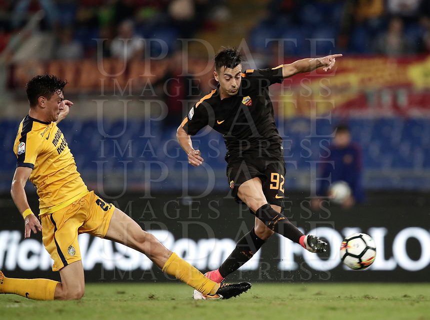 Calcio, Serie A: Roma, stadio Olimpico, 16 settembre 2017.<br /> Roma's Stephan El Shaarawy (r) in action with Verona's Alex Ferrari (l) during the Italian Serie A football match between AS Roma and Hellas Verona at Rome's Olympic stadium, September 16, 2017.<br /> UPDATE IMAGES PRESS/Isabella Bonotto