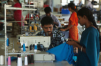 "Asien Indien IND Tamil Nadu  .Arbeiter in einer Textilfabrik nähen T-shirts für den Export an westliche Textildiscounter  im Textilindustrie Standort Tirupur - Industrie Textil Textilien saubere Kleidung Textilbetriebe Globalisierung Arbeit Textilarbeiter  Dritte Welt Billiglohnländer WTO ILO xagndaz | .Third world Asia India .worker sew T-shirts in textile unit at textile industry place T-shirt town Tiruppur in Tamil Nadu - textiles globalization trade clothes clean campaign  ccc garments fabric cotton industries labour labourer . | [copyright  (c) Joerg Boethling/agenda , Veroeffentlichung nur gegen Honorar und Belegexemplar an / royalties to: agenda  Rothestr. 66  D-22765 Hamburg  ph. ++49 40 391 907 14  e-mail: boethling@agenda-fototext.de  www.agenda-fototext.de  Bank: Hamburger Sparkasse BLZ 200 505 50 kto. 1281 120 178  IBAN: DE96 2005 0550 1281 1201 78 BIC: ""HASPDEHH""] [#0,26,121#]"