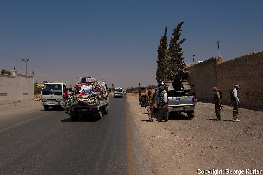 09/08/20l2: Outskirts of Aleppo. People and FSA (Free Syrian Army) fleeing Salaheddin.
