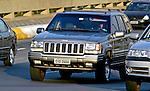 Automóvel Jeep Cherokee. SP. Foto de Juca Martins.