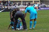 RIO DE JANEIRO, RJ, 15 JULHO 2012 - TREINO SELECAO BRASILEIRA OLIMPICA - Neymar (no chao) e atendido durante ultimo treino da Selecao Brasileira de Futebol, no Brasil, antes das Olimpiadas, na Escola de Educacao fisica do Exercito, na Urca, Zona Sul do Rio. (FOTO: MARCELO FONSECA / BRAZIL PHOTO PRESS).