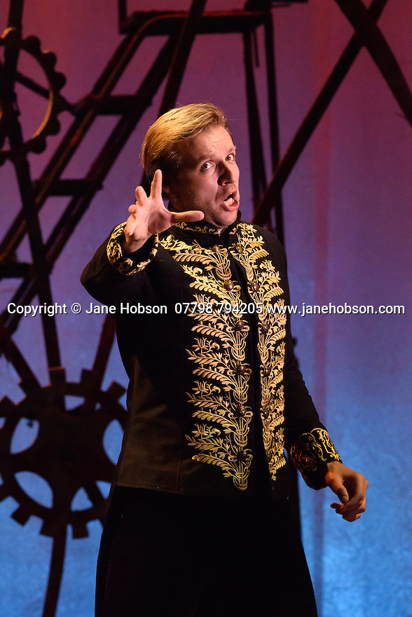London, UK. 13.10.2016. English Touring Opera preents LA CALISTO, by Francesco Cavalli, at the Hackney Empire, before embarking on a UK tour. Directed and conducted by Timothy Nelson, with lighting design by Mark Howland, and design by takis. Picture shows: George Humphreys (Giove). Photograph © Jane Hobson.