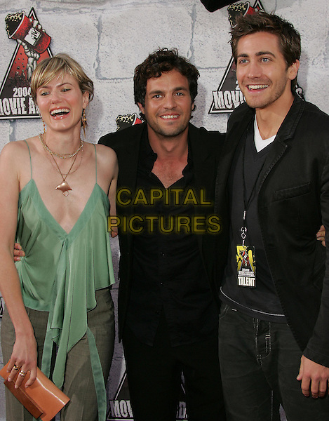 MARK RUFFALO , WIFE SUNRISE & JAKE GYLLENHAAL.at the 2004 MTV Movie Awards held at The Sony Picture Studios in Culver City, .California,.6th June 2004..half length half-length low cut green dress.*UK sales only*.www.capitalpictures.com.sales@capitalpictures.com.©Capital Pictures