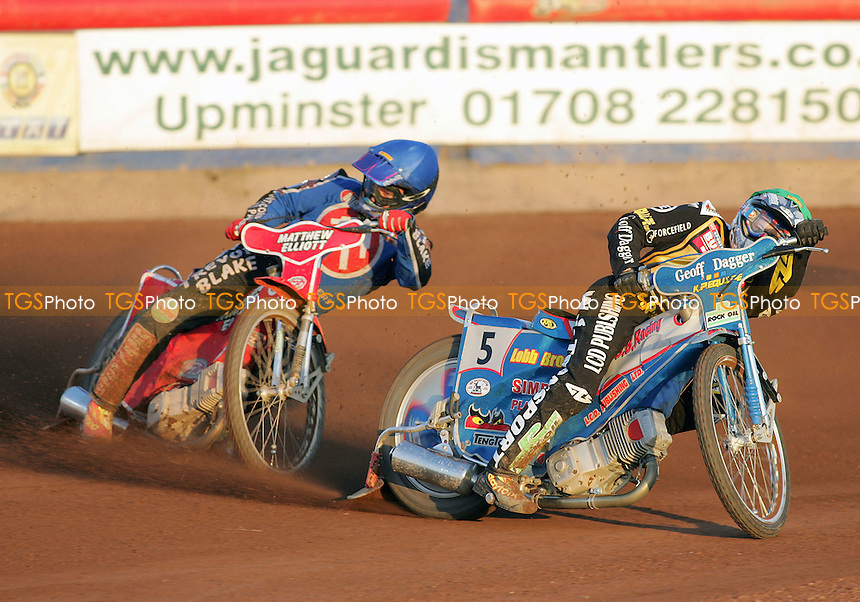 Heat 4 - Paul Hurry (blue) looks for a route around Chris Harris - Arena Essex Hammers vs Coventry Bees - Sky Sports Elite League A - 31/05/06 - (Gavin Ellis 2006)