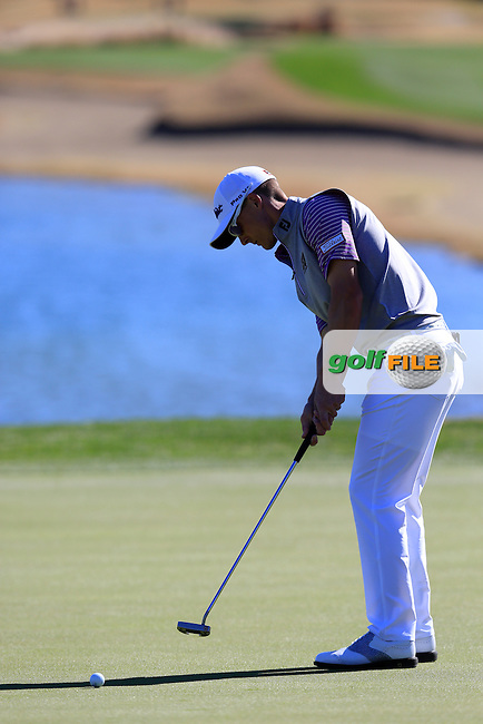 Blayne Barber (USA) putts on the 18th green during Saturday's Round 3 of the 2017 CareerBuilder Challenge held at PGA West, La Quinta, Palm Springs, California, USA.<br /> 21st January 2017.<br /> Picture: Eoin Clarke | Golffile<br /> <br /> <br /> All photos usage must carry mandatory copyright credit (&copy; Golffile | Eoin Clarke)