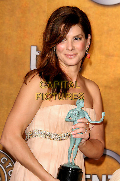 SANDRA BULLOCK.12th Annual Screen Actors Guild Awards (SAG) held at the Shrine Auditorium, Los Angeles, California, USA..January 29th, 2006.Photo: Zach Lipp/AdMedia/Capital Pictures.Ref: ZL/ADM.half length white strapless award trophy dress.www.capitalpictures.com.sales@capitalpictures.com.© Capital Pictures.
