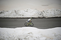 Jesús Hernández (ESP/Tinkoff) up the snow-covered Colle dell'Agnello (2744m)<br /> <br /> stage 19: Pinerolo(IT) - Risoul(FR) 162km<br /> 99th Giro d'Italia 2016