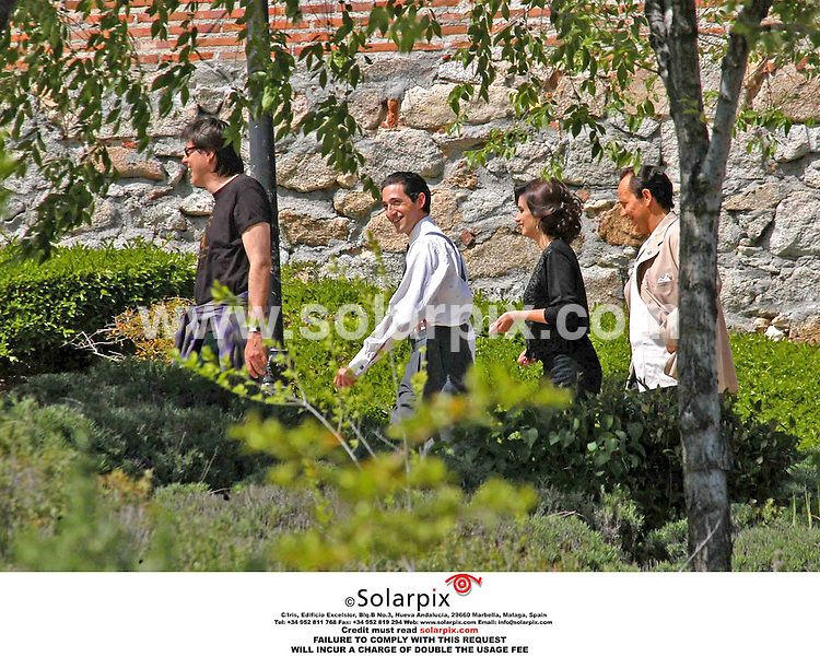 """ALL-ROUND EXCLUSIVE PICTURES FROM SOLARPIX.COM.*MUST CREDIT SOLARPIX.COM OR DOUBLE USAGE FEE*.*USA MUST AGREE FEE BEFORE PUBLICATION*.Adrien Brody and Pen?lope Cruz during the filming of """"Manolete"""" at Bohadilla Palace, near Madrid. Adrien in the role of """"Manolete"""" the most famous Spanish bullfighter in history, and Pen?lope Cruz, in the role of """"Lupe Sino"""",  Manolete's lover. 23-04-06"""