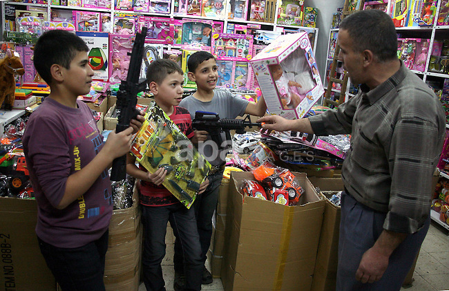 Palestinians shop at a market in the West Bank city of Hebron on 14 November 2010, in preparation for the Muslim holiday of Eid al-Adha or the Feast of Sacrifice, which marks the end of the annual pilgrimage. Photo by Najeh Hashlamoun