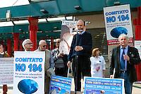 Pietro Guerini, portavoce nazionale di No194, durante la manifestazione organizzata da No194, comitato referendario per l'abolizione della legge 194. Milano, 11 aprile, 2015. <br /> Antiabortion demonstration, organized by the Committee No194, against the italian law on abortion. Milan, April 11, 2015.