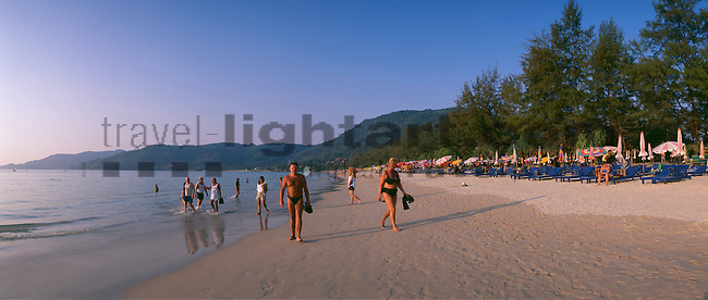 www.travel-lightart.com, ©Paul J. Trummer, Asia, Countries, Country, Geography, Thailand, Asien, Geografie, Länder, Siam, Staat, Staaten, Phuket Island, Patong Beach, insel, Inseln, Landschaft, Landschaftsform, Landschaftsformen, islands, landscape, landscape form, landscape forms, landscapes, beaches, coast, coastal landcsapes, coastline, coastlines, coasts, sand, sandy beach, sandy beaches, Küste, Küsten, Küstenlandschaft, Meeresstrand, Sandstrand, Sandstrände, Straende, Andaman Sea, bodies of water, body of water, Indean Ozean, ocean, oceans, ozeans, seas, Andamanensee, Gewässer, Indian ozean, Indischer Ozean, Meer, Meere, Ozeane