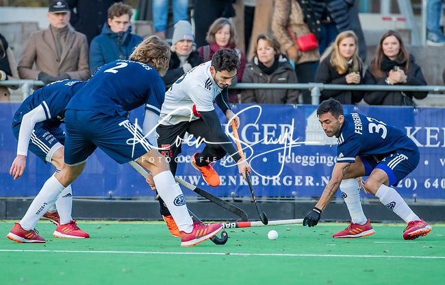 AMSTELVEEN - Tanguy Cosyns (Adam) met Martin Ferreiro (Pinoke) tijdens de competitie hoofdklasse hockeywedstrijd heren, Pinoke-Amsterdam (1-1)   COPYRIGHT KOEN SUYK