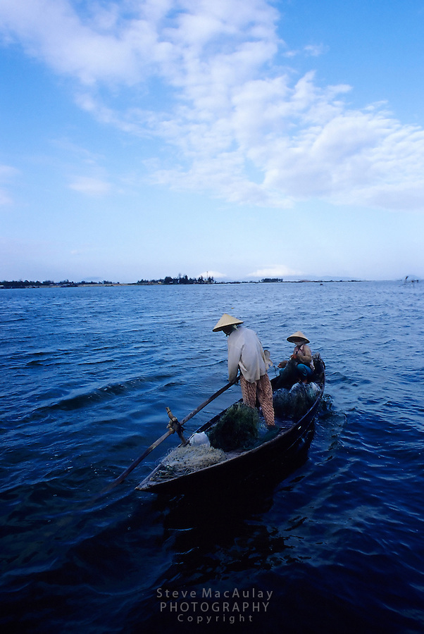 Fishermen in traditional Vietnamese conical hats on Thu Bon River, Hoi An, Vietnam