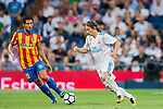 Daniel Parejo Munoz (l) of Valencia CF fights for the ball with Luka Modric of Real Madrid during their La Liga 2017-18 match between Real Madrid and Valencia CF at the Estadio Santiago Bernabeu on 27 August 2017 in Madrid, Spain. Photo by Diego Gonzalez / Power Sport Images