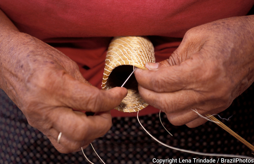 Craftmanship using capim dourado (golden grass), Jalapão, State: Tocantins, Brazil. Woman, Artisan.