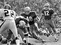 San Francisco 49ers, John Brodie hands off to Ken Willard #40 against the Atlanta Falcons. (1966 photo by Ron Riesterer)