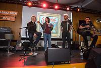 Die Punk-Band Slime spielte am Dienstag den 27. September 2017 in der Dachlounge des Berliner Radiosender &quot;radio1&quot;. Anlass war das Erscheinen der Platte &quot;Hier und jetzt&quot; am 29. September 2017.<br /> Im Bild vlnr.: Slime-Gitarrist Christian Mevs, radio1-Moderatorin Marion Brasch, Slime-Saenger Dirk Jora und Slime-Gitarris Michael &quot;Elf&quot; Meyer.<br /> 27.9.2017, Berlin<br /> Copyright: Christian-Ditsch.de<br /> [Inhaltsveraendernde Manipulation des Fotos nur nach ausdruecklicher Genehmigung des Fotografen. Vereinbarungen ueber Abtretung von Persoenlichkeitsrechten/Model Release der abgebildeten Person/Personen liegen nicht vor. NO MODEL RELEASE! Nur fuer Redaktionelle Zwecke. Don't publish without copyright Christian-Ditsch.de, Veroeffentlichung nur mit Fotografennennung, sowie gegen Honorar, MwSt. und Beleg. Konto: I N G - D i B a, IBAN DE58500105175400192269, BIC INGDDEFFXXX, Kontakt: post@christian-ditsch.de<br /> Bei der Bearbeitung der Dateiinformationen darf die Urheberkennzeichnung in den EXIF- und  IPTC-Daten nicht entfernt werden, diese sind in digitalen Medien nach &sect;95c UrhG rechtlich geschuetzt. Der Urhebervermerk wird gemaess &sect;13 UrhG verlangt.]