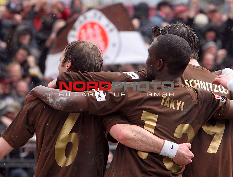 2.Liga 2007/2008  27. Spieltag Rueckrunde<br /> FC St.Pauli &ndash; vs. SC Freiburg<br /> <br /> 1:0 f&uuml;r den FC St.Pauli. Tor durch Filip Trojan, 22.Minute. Es jubeln mit Charles Takyi und Torsch&uuml;tze Rene Schnitzler.<br /> <br /> <br /> <br /> Foto &copy; nph (nordphoto)<br /> <br /> *** Local Caption ***