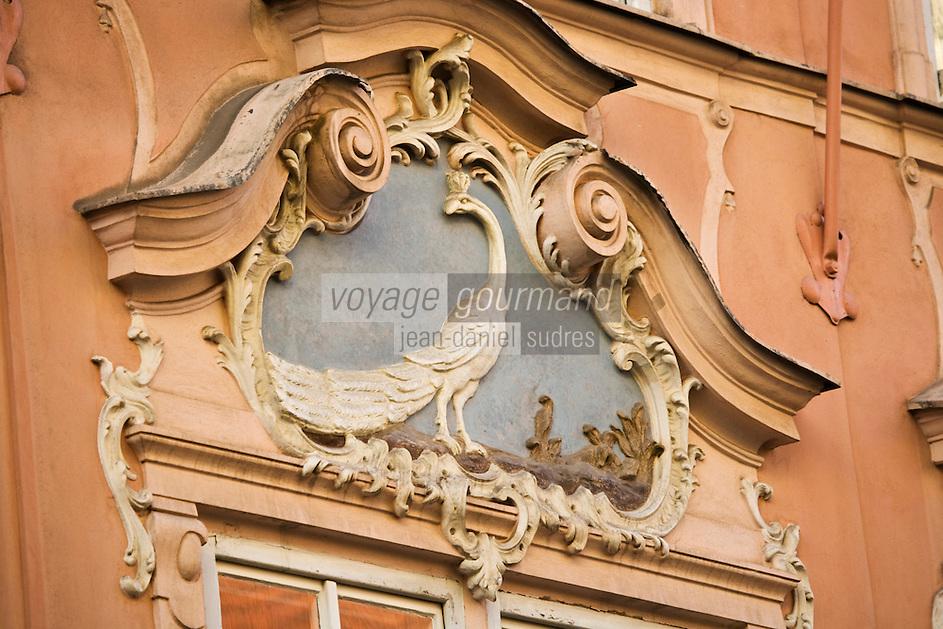 Europe/République Tchèque/Prague:Europe/République Tchèque/Prague: Détail décoration art nouveau de la porte d'une  maison  Rue Celetna