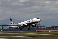Rio de  Janeiro, 29 de Maio de  2012 - Aeronaves da  Companhia Aérea  Azul; Movimentação no Aeroporto Santos  Doumont - RJ .<br /> Imagens realizadas  em 21/ 10/2012<br /> Guto Maia Brazil Photo Press