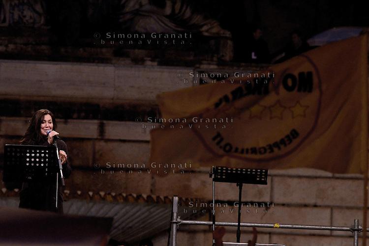 Roma, 24 Gennaio 2015<br /> Piazza del Popolo.<br /> La notte dell'onest&agrave;, manifestazione organizzata dal Movimento 5 stelle contro la curruzione e le mafie.<br /> Sabina Guzzanti.