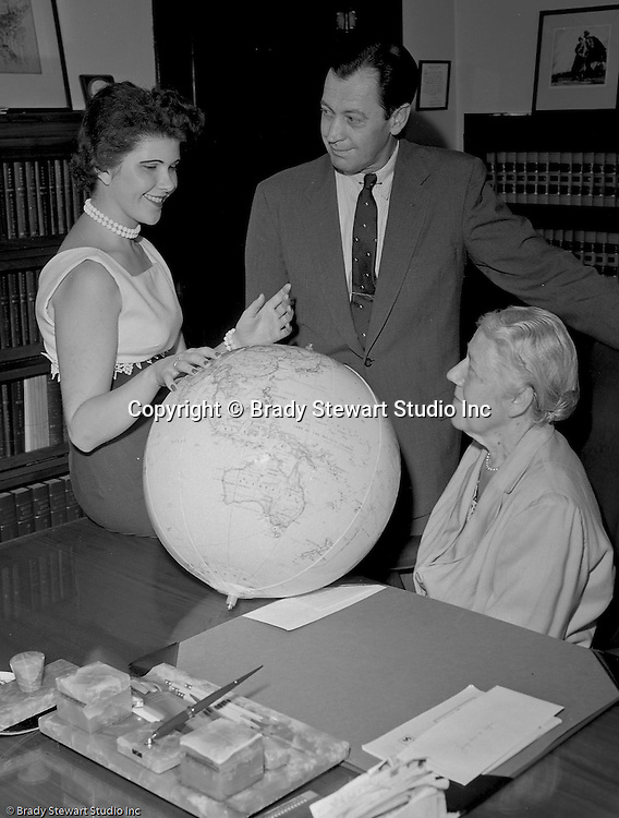 The World Federalist Organization in Pittsburgh 1958, one world order, one world government to prevent another world war, public relations photographs of World Federalists, man and women discussing world politics