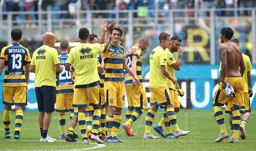 Calcio, Serie A: Inter Milano-Parma, Giuseppe Meazza stadium, September 15, 2018.<br /> Parma's players celebrate after winner 1-0 the Italian Serie A football match between Inter and Parma at Giuseppe Meazza (San Siro) stadium, September 15, 2018.<br /> UPDATE IMAGES PRESS/Isabella Bonotto