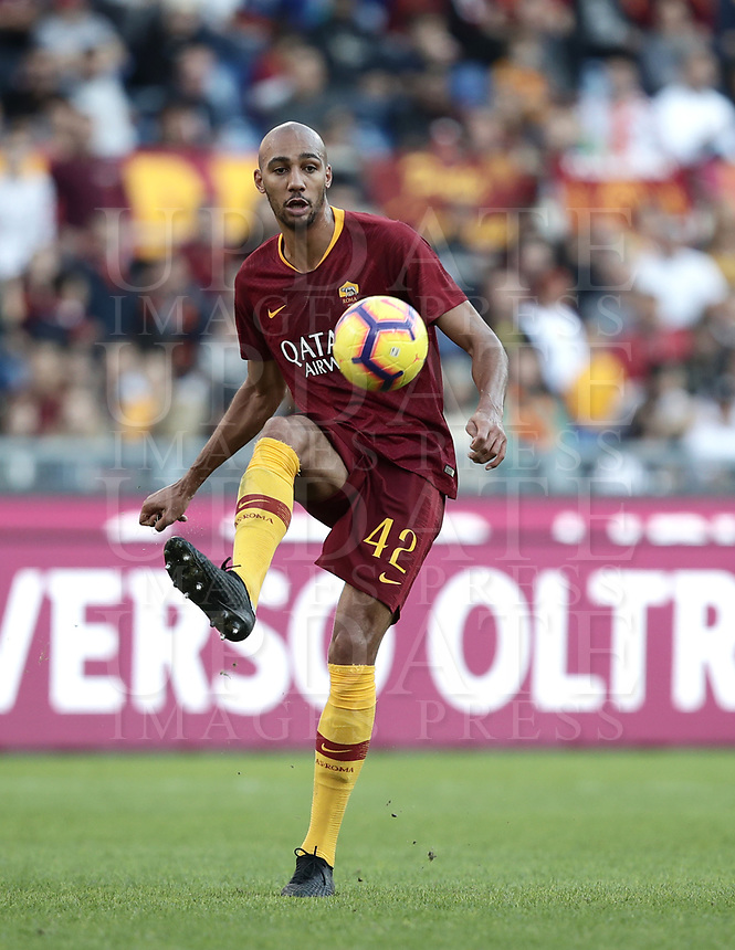 Football, Serie A: AS Roma - Sampdoria, Olympic stadium, Rome, November 11, 2018. <br /> Roma's Steven Nzonzi in action during the Italian Serie A football match between Roma and Sampdoria at Rome's Olympic stadium, on November 11, 2018.<br /> UPDATE IMAGES PRESS/Isabella Bonotto